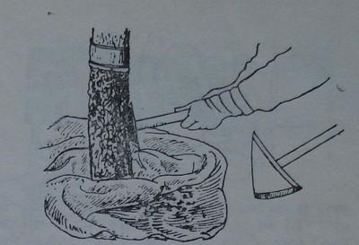 Остъргване на старата кора и събиране на отпадъците
