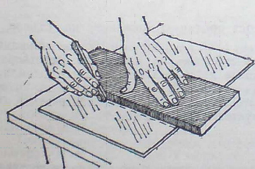 Стъклото се реже по дължина с помощта на линеал или дъска