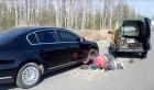 Смяна на спукана гума на мястото на повреда