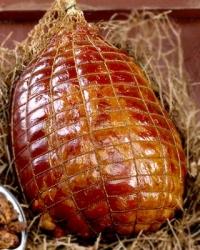 Пушено-варено роле от свинска плешка