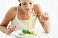 Как безопасно да си починем от диетите през уикенда