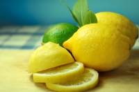 Лимонови кори и сок