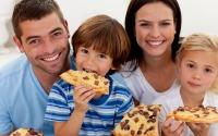 Поръчката на семейна пица прави винаги всички вкъщи доволни