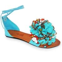 Предизвикателните дамски сандали за лятото