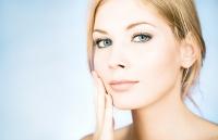 Рутинна грижа и професионална козметика - най-доброто решение за мазна кожа