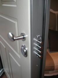 Създайте приветлив вход с тези съвети за избор на входна врата