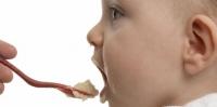 След една година детето променя отношението си към храната
