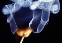 Защо огънят дими?